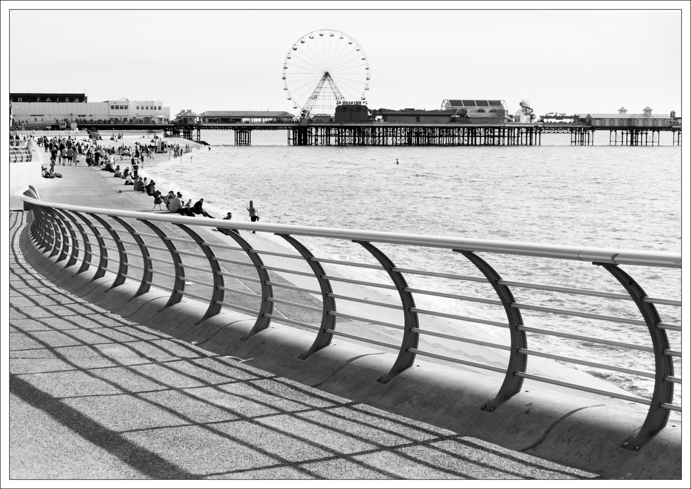 Advanced Monochrome Prints - HC - By The Sea by Lawrence Graham (December 2015)