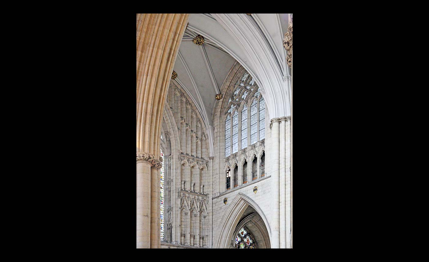 Club-Prints-HC-Cathedral-Curves-by-Malcolm-Roberts